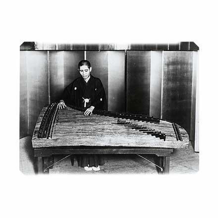 八十絃 - 80-string koto - JapaneseClass.jp