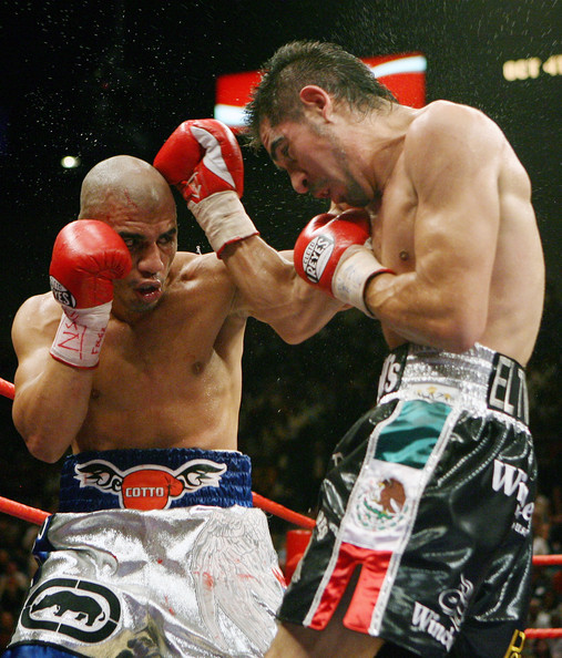 Miguel Cotto (L) and Antonio Margarito trade blows during their WBA welterweight title fight at the MGM Grand Garden Arena July 26, 2008 in Las Vegas, Nevada. Margarito won by TKO in the 11th round.