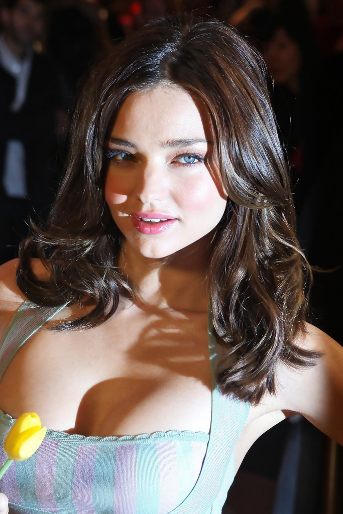 Miranda Kerr Medium Curls Miranda Kerr Hair Looks