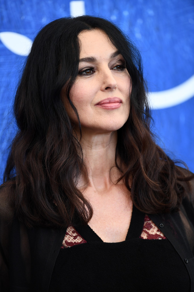 Monica Bellucci Medium Wavy Cut  Monica Bellucci Looks