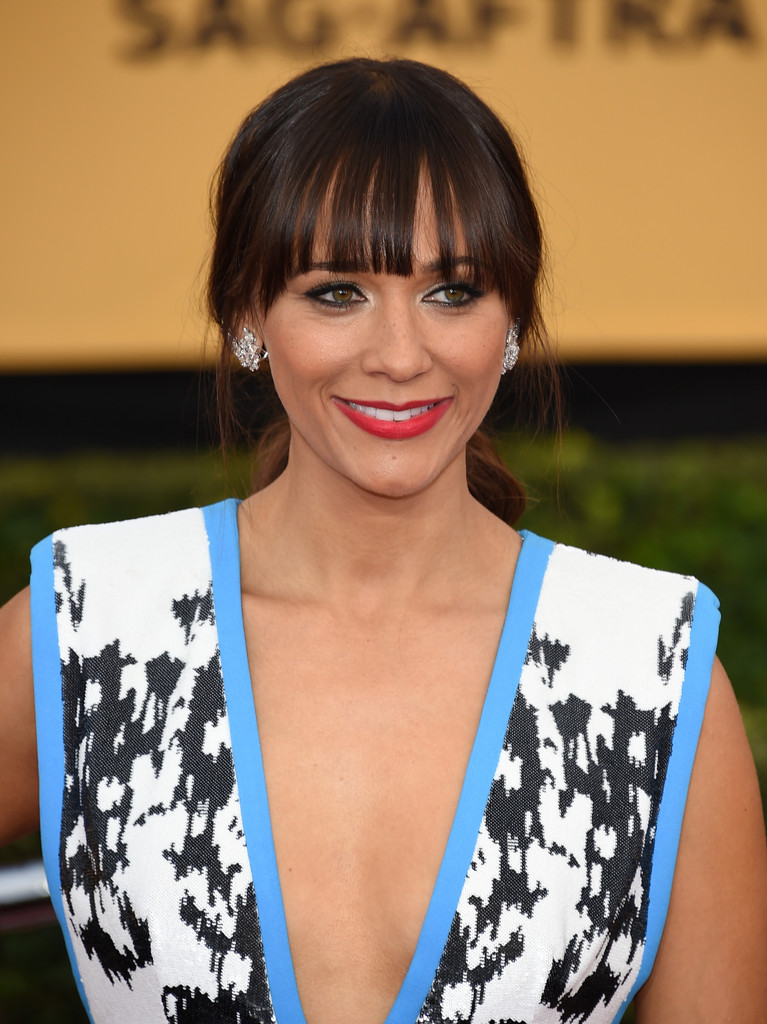 Rashida Jones Loose Ponytail  Rashida Jones Looks  StyleBistro