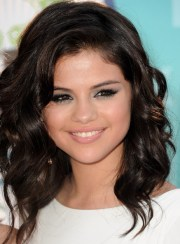 shoulder length hairstyles selena