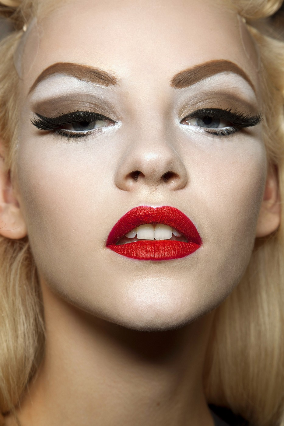 Only Follow Eyebrow Trends That Work For You  10 Beauty Resolutions to Keep in 2013  StyleBistro