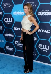 Amy Purdy Cute Outfits - Ivory halter crop top, black maxi skirt, and black clutch