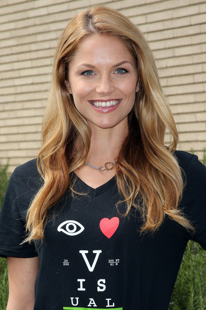 Ellen Hollman in Spartacus Cast Volunteers at an Eye