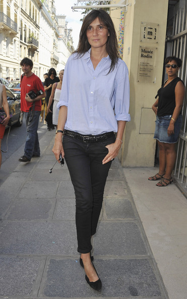 Emmanuelle Alt Editor-in-Chief of Vogue Paris Emmanuelle Alt arrives for the Christian Dior Haute Couture Fall/Winter 2011/2012 show as part of Paris Fashion Week  on July 4, 2011 in Paris, France.
