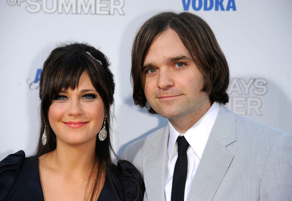 "Actress Zooey Deschanel (L) and musician Benjamin Gibbard arrive at the premiere of Fox Searchlight's ""(500) Days Of Summer"" at the Egyptian Theatre June 24, 2009 in Hollywood, California."