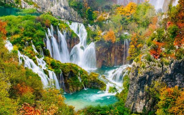 Epic Of World' Beautiful Waterfalls - Shutterstock