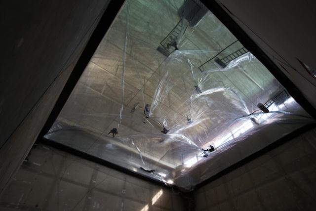 On-Space-Time-Foam-Installation-by-Architect-Tomás-Saraceno-3