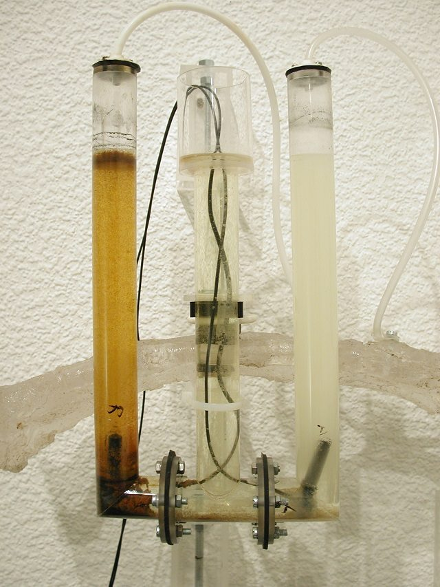 Marcus Ahlers: Electrolysis System (2004). Saltwater, plastic, rubber, carbon electrodes, cable. Photo: Marcus Ahlers.