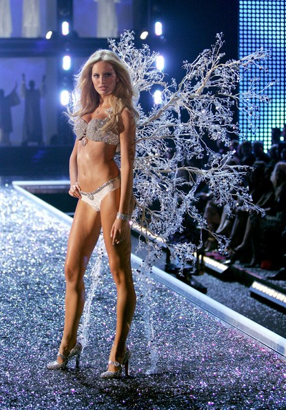 Karolina Kurkova Model Karolina Kurkova walks the runway during the Victoria's Secret Fashion Show held at the Kodak Theatre on November 16, 2006 in Hollywood, California. The show will be broadcast December 5, 2006 on CBS.