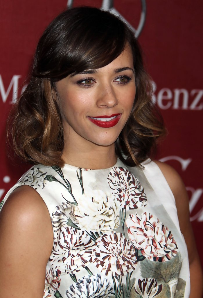 Rashida Jones Easy To Manage Medium Hairstyle Easy To