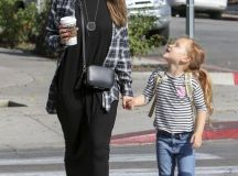 Jessica Alba's Flannel Flair - Street Style Ideas From ...