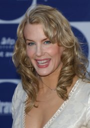 daryl hannah long curls