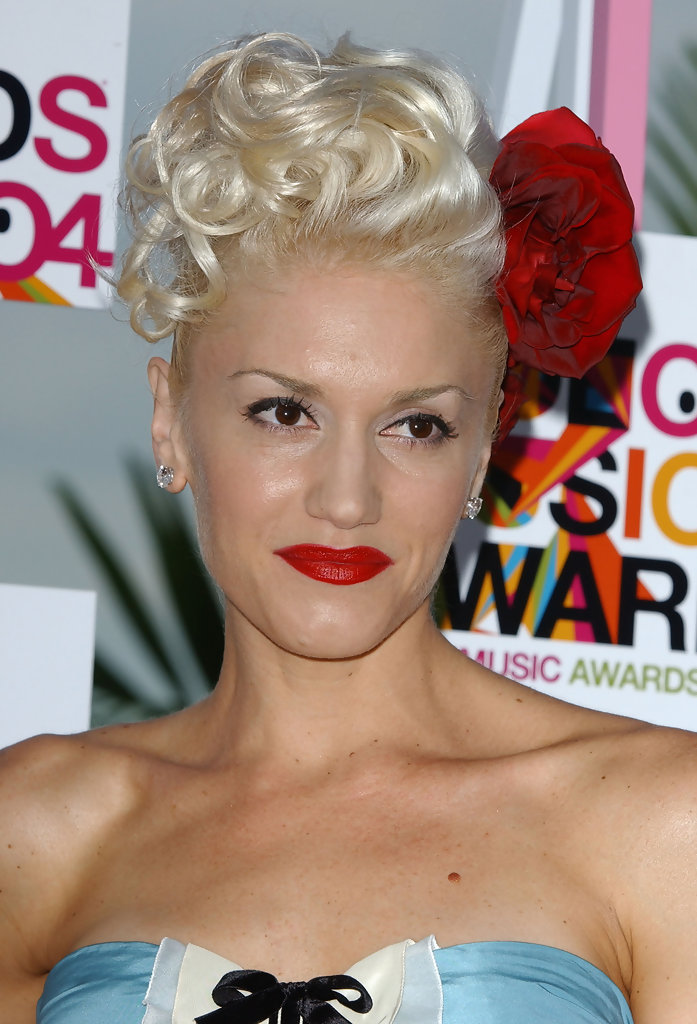 Gwen Stefani Pinned Up Ringlets Gwen Stefani Looks
