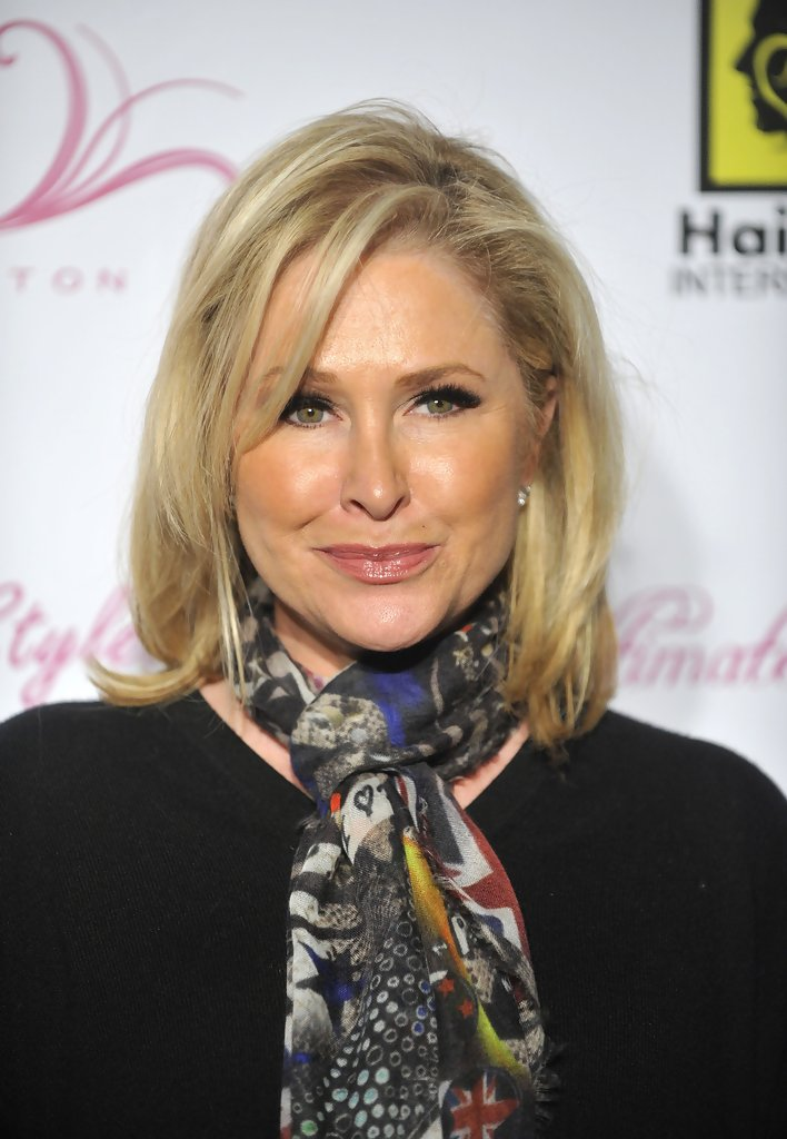 Kathy Hilton Medium Layered Cut  Kathy Hilton Hair Looks  StyleBistro
