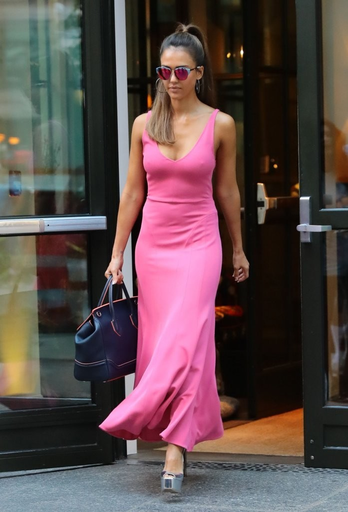 Look of the Day August 25th Jessica Alba  The Best Celebrity Outfits of 2016  StyleBistro