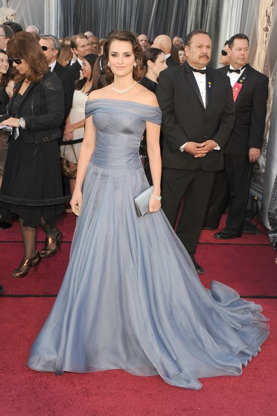 penelope 2012 oscars gown