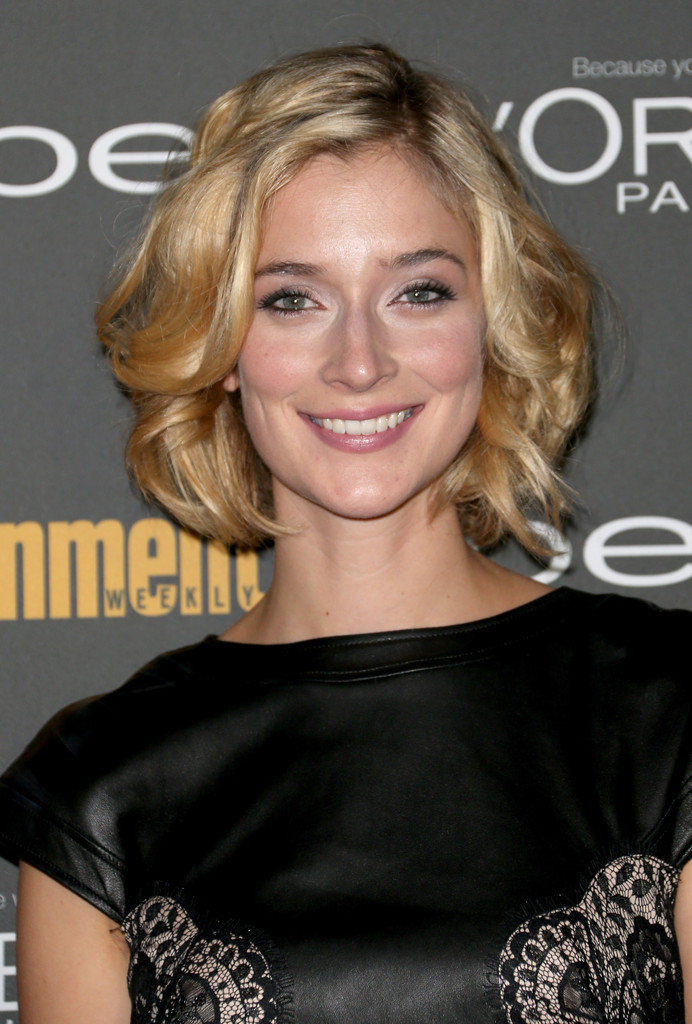 Caitlin Fitzgerald Curled Out Bob  Short Hairstyles Lookbook  StyleBistro