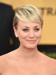 kaley cuoco pixie - short hairstyles