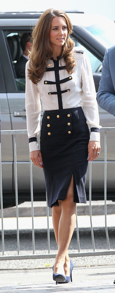 https://i0.wp.com/www3.pictures.stylebistro.com/gi/Kate+Middleton+Tops+Button+Down+Shirt+N8JDBvdvOn6l.jpg