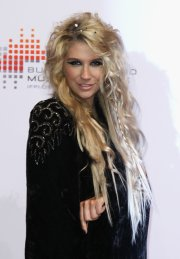 kesha long curls - hair