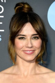 linda cardellini hair knot - newest