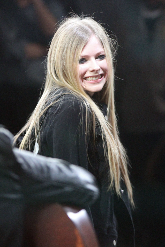 More Pics of Avril Lavigne Long Straight Cut 1 of 11