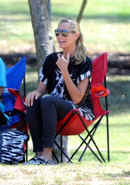 soccer mom covered chairs prologic fishing chair star pics september 09 2013 zimbio