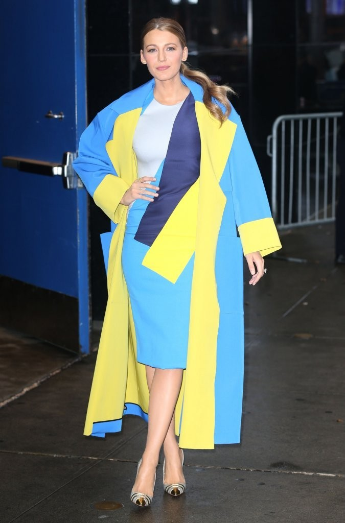Good Morning America Girl With Acne : Looks girl blake lively in cushnie et ochs roksanda