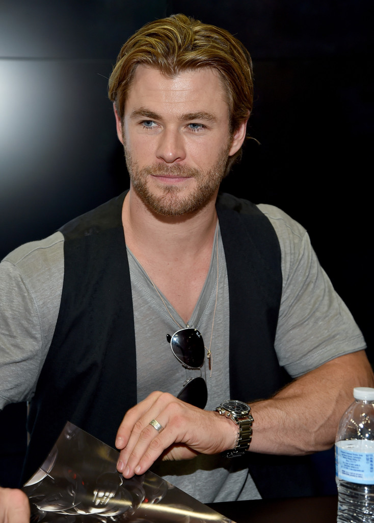 Chris Hemsworth Photos Photos Marvels Avengers Age Of
