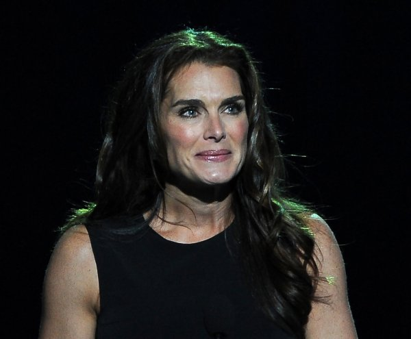 Brooke Shields In Memorial Service Michael Jackson Draws Thousands Of Fans And Mourners - Zimbio