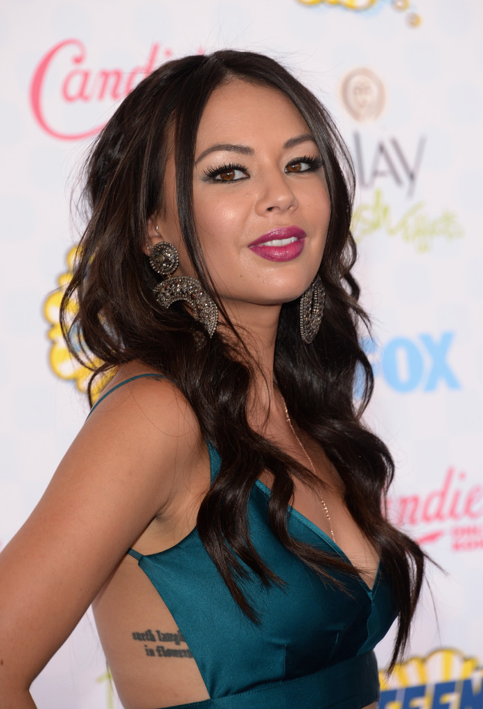 cf7a9a2a91f Gallery  The 2014 Teen Choice Awards - Art Becomes You