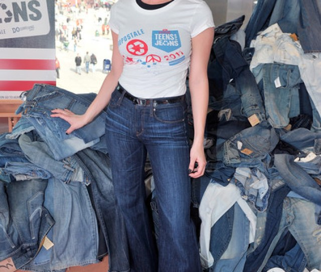 Vienna Girardi Photos  Dosomething Orgs Annual Teens For Jeans Initiative