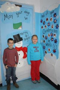 Monticello Elementary Students Enjoy Door Decorating