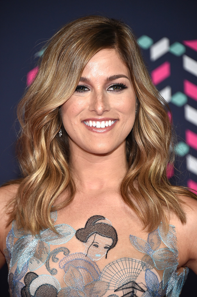 Cassadee Pope Medium Wavy Cut  Cassadee Pope Looks