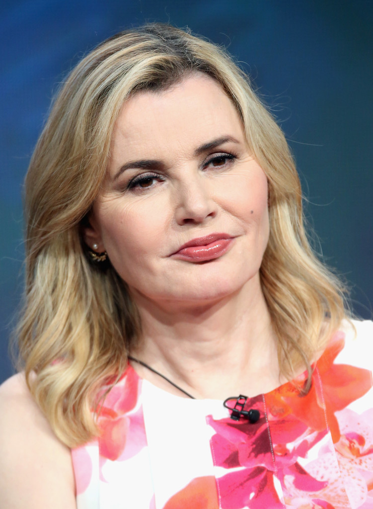 Geena Davis Medium Wavy Cut  Shoulder Length Hairstyles