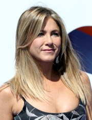 jennifer aniston long straight