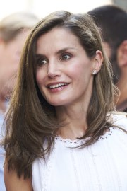 queen letizia of spain layered
