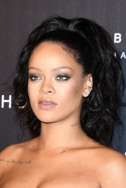 rihanna ponytail - newest