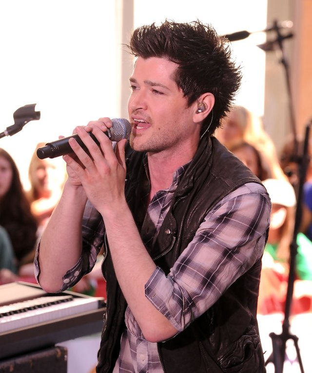 more pics of danny o'donoghue spiked hair (21 of 31) - short