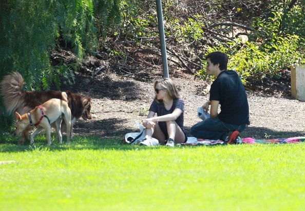 New couple Amanda Seyfried and Justin Long taking her dog and spending some time together at a park in Los Angeles, California on August 31, 2013. Before the park Amanda and Justin took her dog to Tailwaggers & Tailwashers to get groomed.