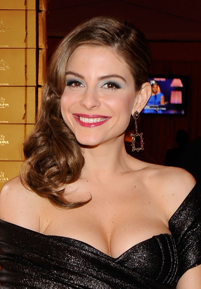Menounos attended this star studded soiree rockin' side-swept curls,