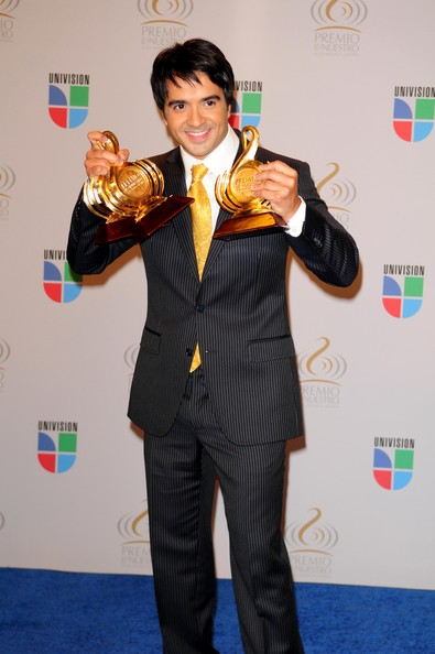 Luis Fonsi Luis Fonsi poses in the press room at Univisions 2010 Premio Lo Nuestro a La Musica Latina Awards at American Airlines Arena on February 18, 2010 in Miami, Florida.