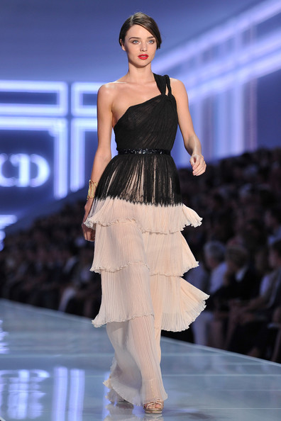 Miranda+Kerr in Christian Dior: Runway - Paris Fashion Week Spring / Summer 2012