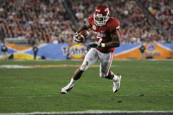 Demarco Murray DeMarco Murray #7 of the Oklahoma Sooners runs the football to score a touchdown in the first quarter against the Connecticut Huskies during the Tostitos Fiesta Bowl at the Universtity of Phoenix Stadium on January 1, 2011 in Glendale, Arizona.