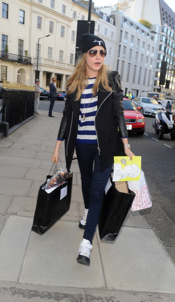 Cara Delevingne Latest News Gossip Pictures And Video - Modern Home ... d7529aff1c80