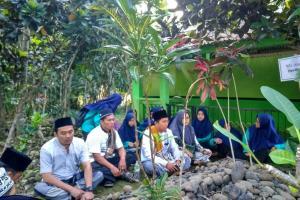 Tradisi Penutupan Pengajian Ramadhan Pst. Hidayatul Ulum 2 Kawalu diisi Ziarah dan Khataman Qur'an