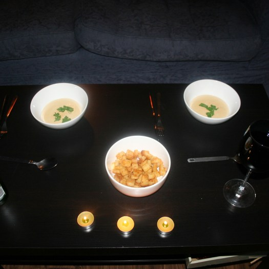 Starter; garlic soup with croutons