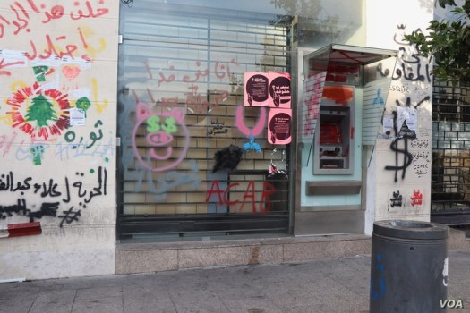 While banks opened this week, financial institutions in Beirut's popular protesting areas remained closed, covered with graffiti expressing anger at political and financial officials, Nov. 21, 2019. (Heather Murdock/VOA)